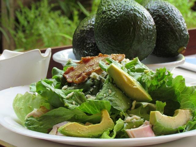 Salada de Avocado ao molho gorgonzola - Crédito Rodrigo Anholeto