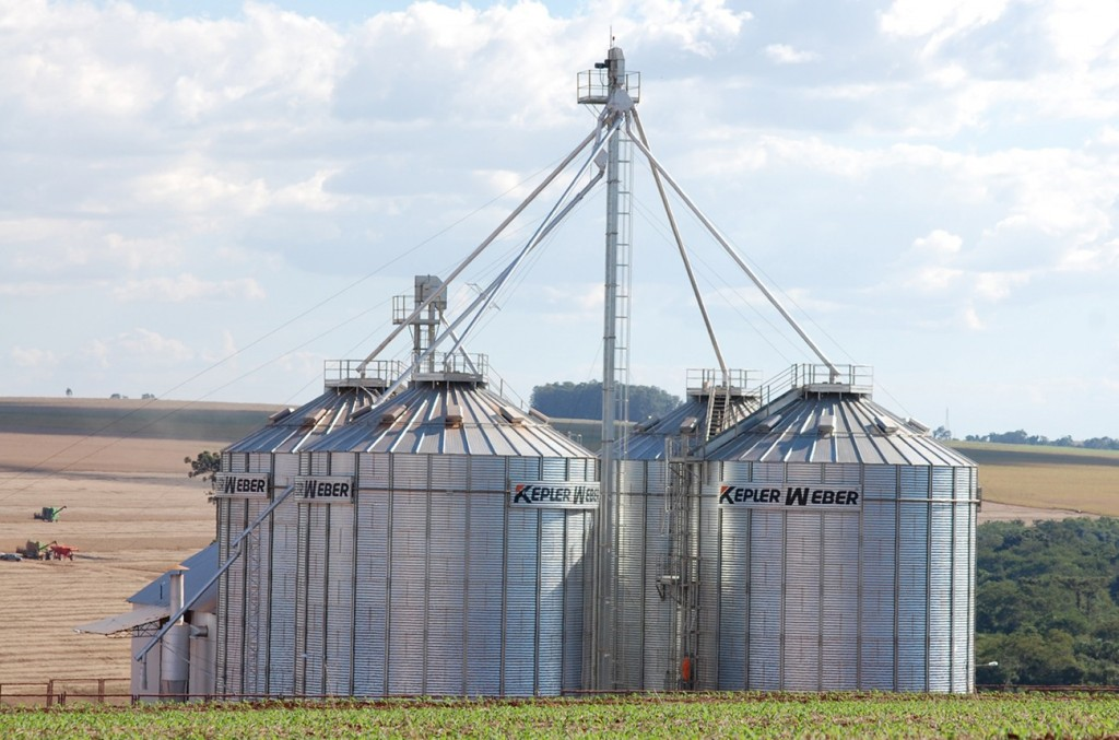 O tamanho de cada estrutura depende do quanto grão o agricultor quer armazenar - Crédito Kepler Weber