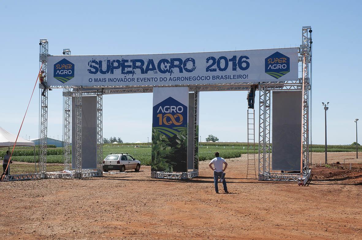 Montagem do Superagro2016, nesta segunda-feira, pela manhã - Montagem do Portal