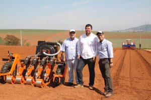 Equipe da STA Máquinas ficaram satisfeitos com aceitação dos maquinários pelos horticultores